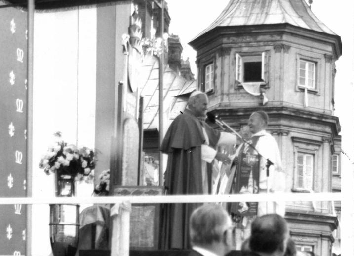 https://www.archidiecezjakatowicka.pl/temat/archidiecezja/nauczanie-ks-arcybiskupa/Abp-Wiktor-Skworc-kieruje-do-diecezjan-slowo-w-40-rocznice-homilii-Jana-Pawla-II-z-Jasnej-Gory